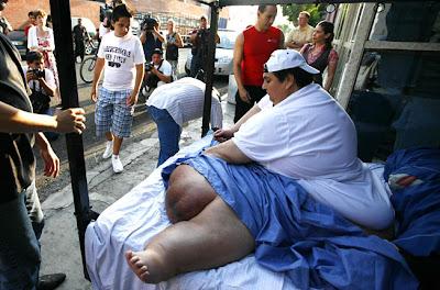 [Image: Fattest_Man_08.jpg]
