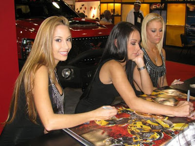 2010 SEMA Show Babes Seen On www.coolpicturegallery.us