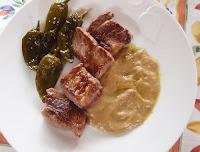 tacos de carne con salsa de alcachofas