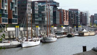 Hafencity Hamburg mit Booten