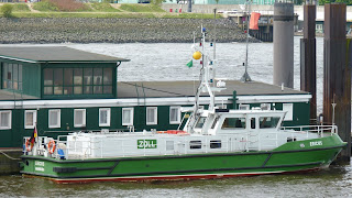 Zollboot im Hafen von Hamburg