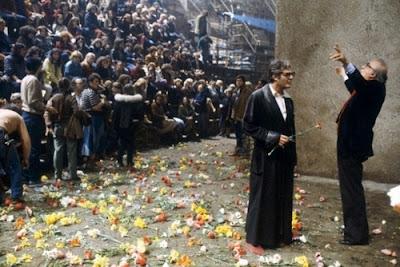 http://4.bp.blogspot.com/_nE0S8RkkHEU/TPNjiTslZLI/AAAAAAAAAeM/eISHoKWfRCY/s400/La+citt%25C3%25A0+delle+Donne+Fellini+2.jpg