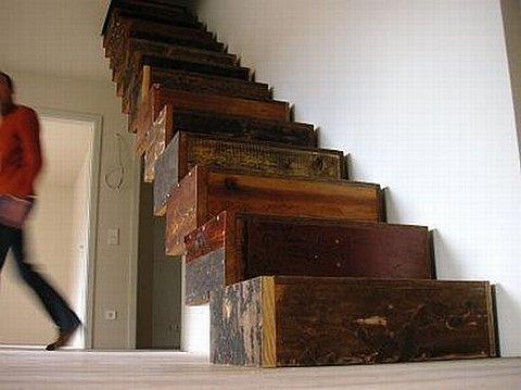 Arquitectura de casas escalera interior de madera reciclada for Como construir una escalera de madera para interior