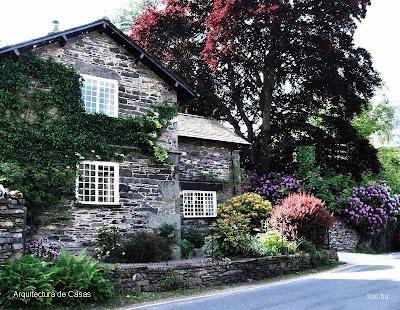 Casa de piedra pintoresca
