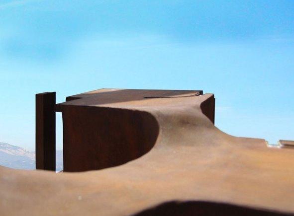Casa residencial de formas curvas orgánicas en Italia