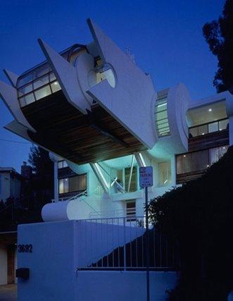 Perspectiva de una casa futurista que impresiona como nave espacial