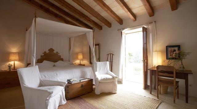 Dormitorio de aspecto clásico antiguo