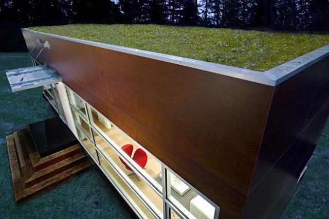 Techo vegetal ecológico en una vivienda prefabricada compacta