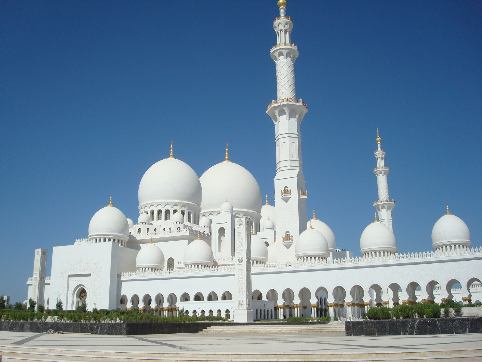 Exterior: Adventures In The Middle East: Sheikh Zayed Grand Mosque