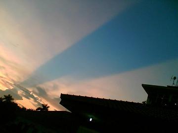 langit jogja,awan,langit terbelah,sun rays