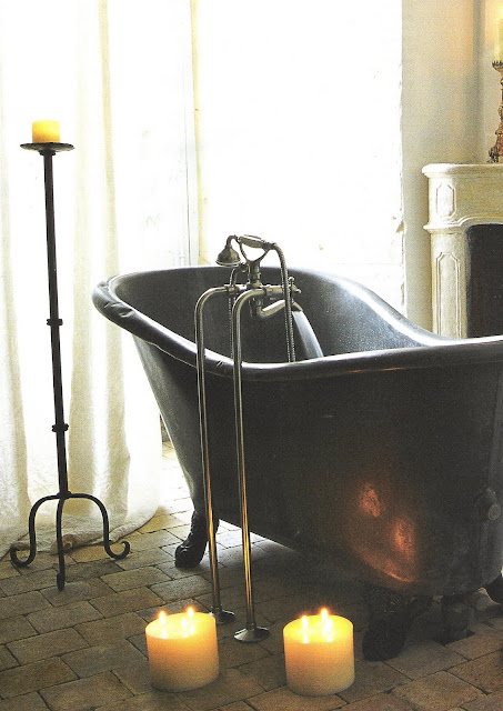 Côté Sud, Dec2003-Jan2004 black clawfoot tub, candlelight edited by lb for linenandlavender.net