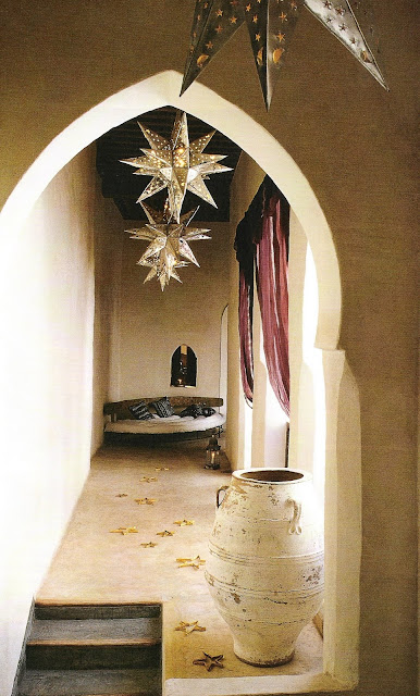 Moroccan holiday flair image via Côté Sud Dec 2001-Jan 2002 as seen on linenandlavender.net