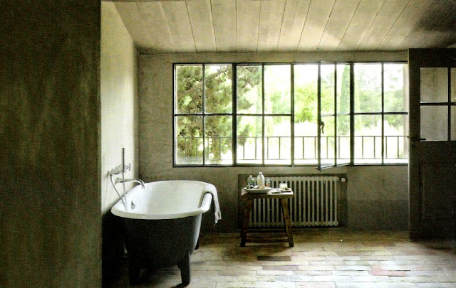 image via Maisons Côté Sud Magazine featured on linenandlavender.net - http://www.linenandlavender.net:  /2010/10/design-daily-bathing-room.html