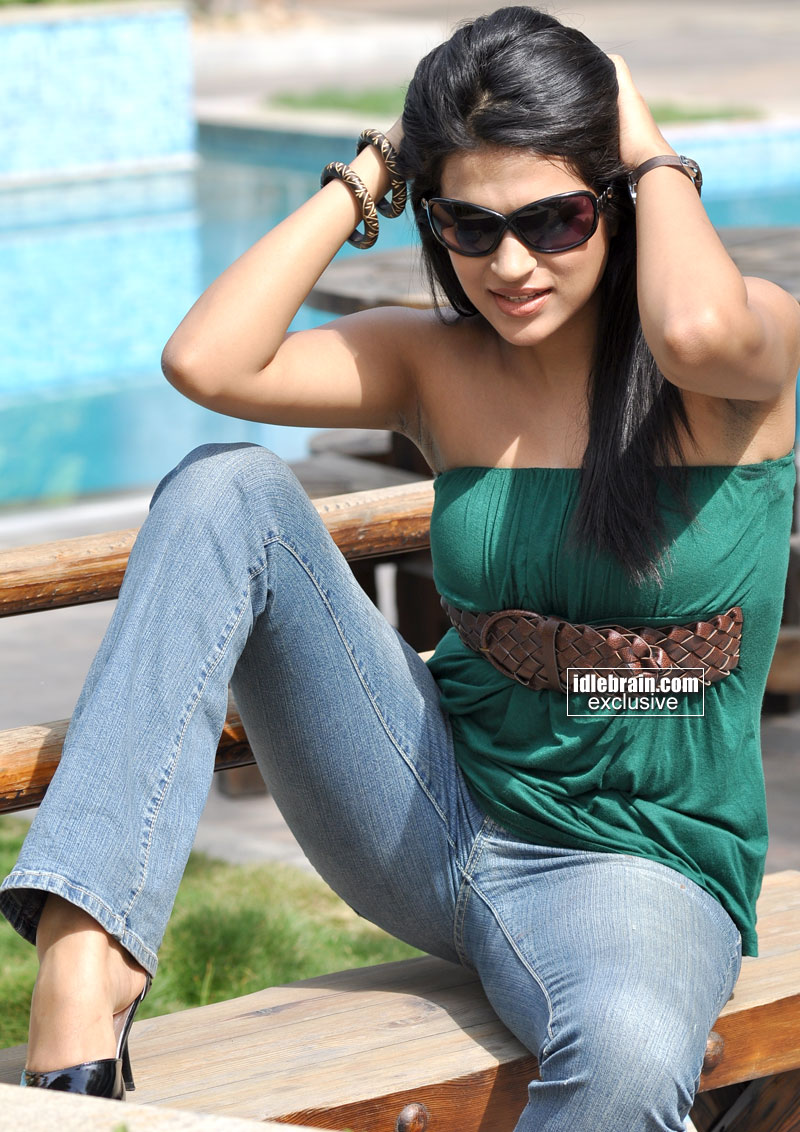 Tattoo Slang Hot Indian Celebrity With Open Legs Photos-4185