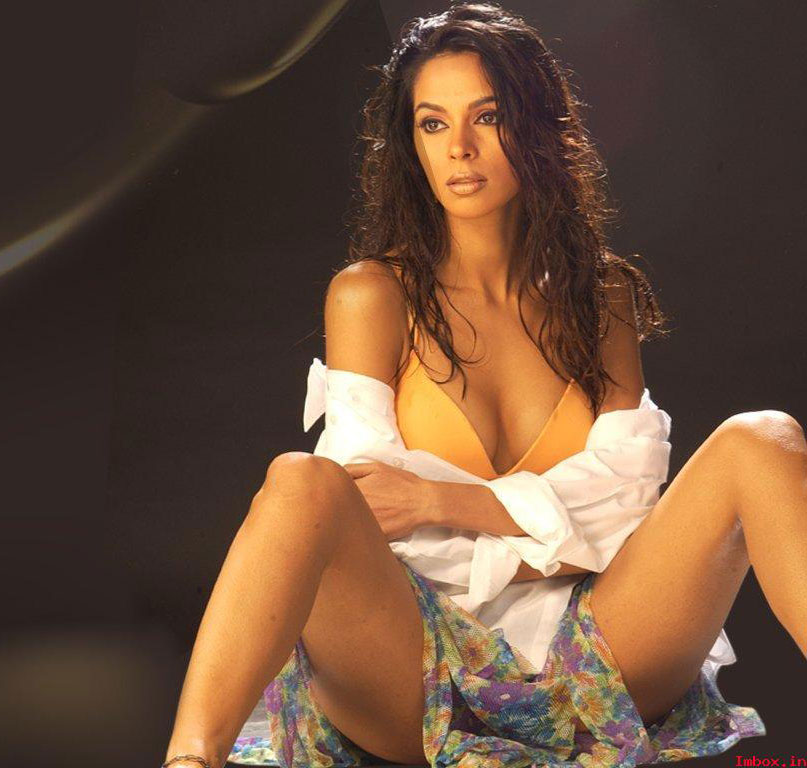 Tattoo Slang Hot Indian Celebrity With Open Legs Photos-6288