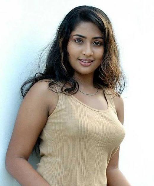 GirlsDesi.Blogspot: Hot Kerala Girl Wearing Tight T-Shirt