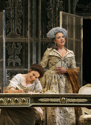 Elizabeth Watts (Susanna, seated) and Susanna Phillips (Countess) sing Che soave zeffiretto in Le Nozze di Figaro, sets and costumes by Paul Brown, Santa Fe Opera, 2008 (photo © Ken Howard)