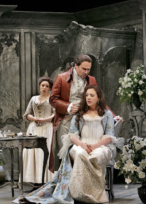 Elizabeth Watts (Susanna), Susanna Phillips (Countess), and Mariusz Kwiecień (Count) in Le Nozze di Figaro, Santa Fe Opera, 2008 (photo © Ken Howard)