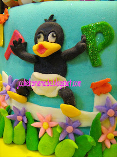 Daffy Duck Birthday Cake
