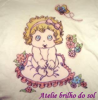 1599aa030ae66 ATELIE BRILHO DO SOL - VANESSA DEALIS  camisetas pintadas com giz de ...