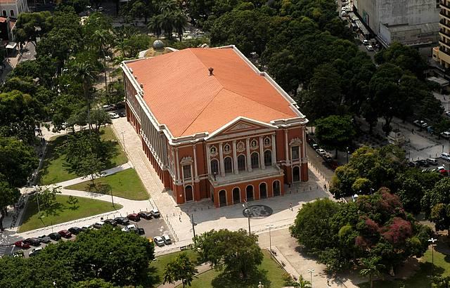 A arquitetura neoclássica no brasil surgiu em 1750, quando o marquês do pombal enviou para o país célebres arquitetos neoclássicos. Arquitetura Do Brasil Independente