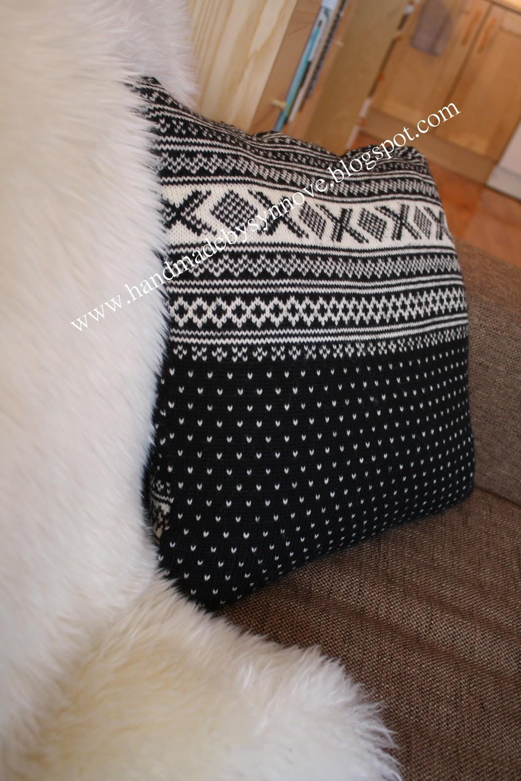 7e40d66a Størrelsen er 45*45 cm, og inni har jeg en dunpute fra Princess - herlig  myk og passe fluffy. Trenger jeg å si at genserens ermer ligger i  strikkekurven, ...