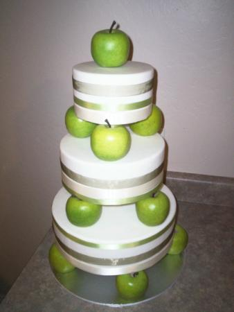 Design Wedding Cakes And Toppers 2012 Green Apple Cake