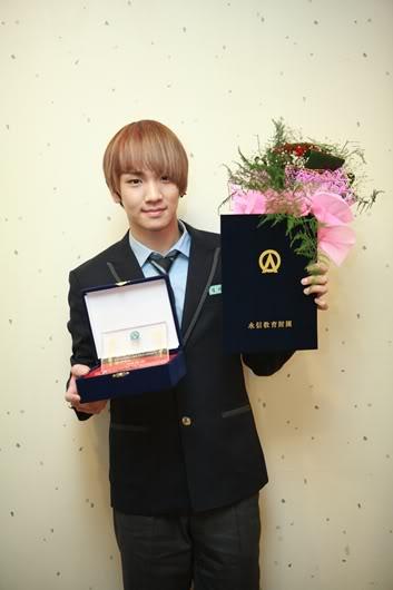 NEWS] SHINee Key, Highschool Graduation 'Life Achievement