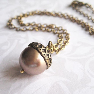 This beautiful pearl acorn necklac is perfect for any fall outfit.