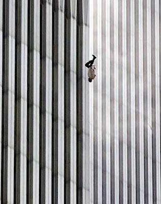 The Falling Man diambil dari tragedi 9/11.