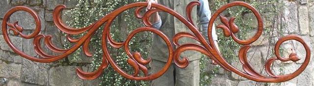 Schody z balustradą rzeźbioną, w stylu zakopiańskim