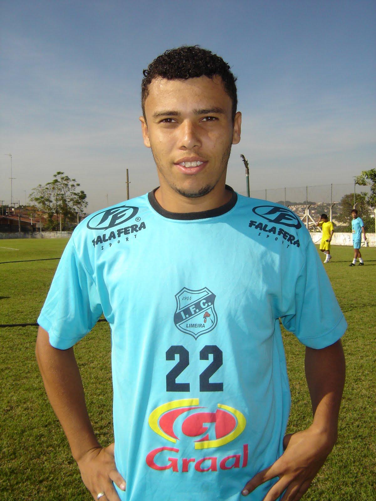 O goleiro China e o meia Naldinho foram os grandes destaques na vitória do  Independente sobre o Américo Brasiliense por 1 a 0 ee5adeeea1d6d