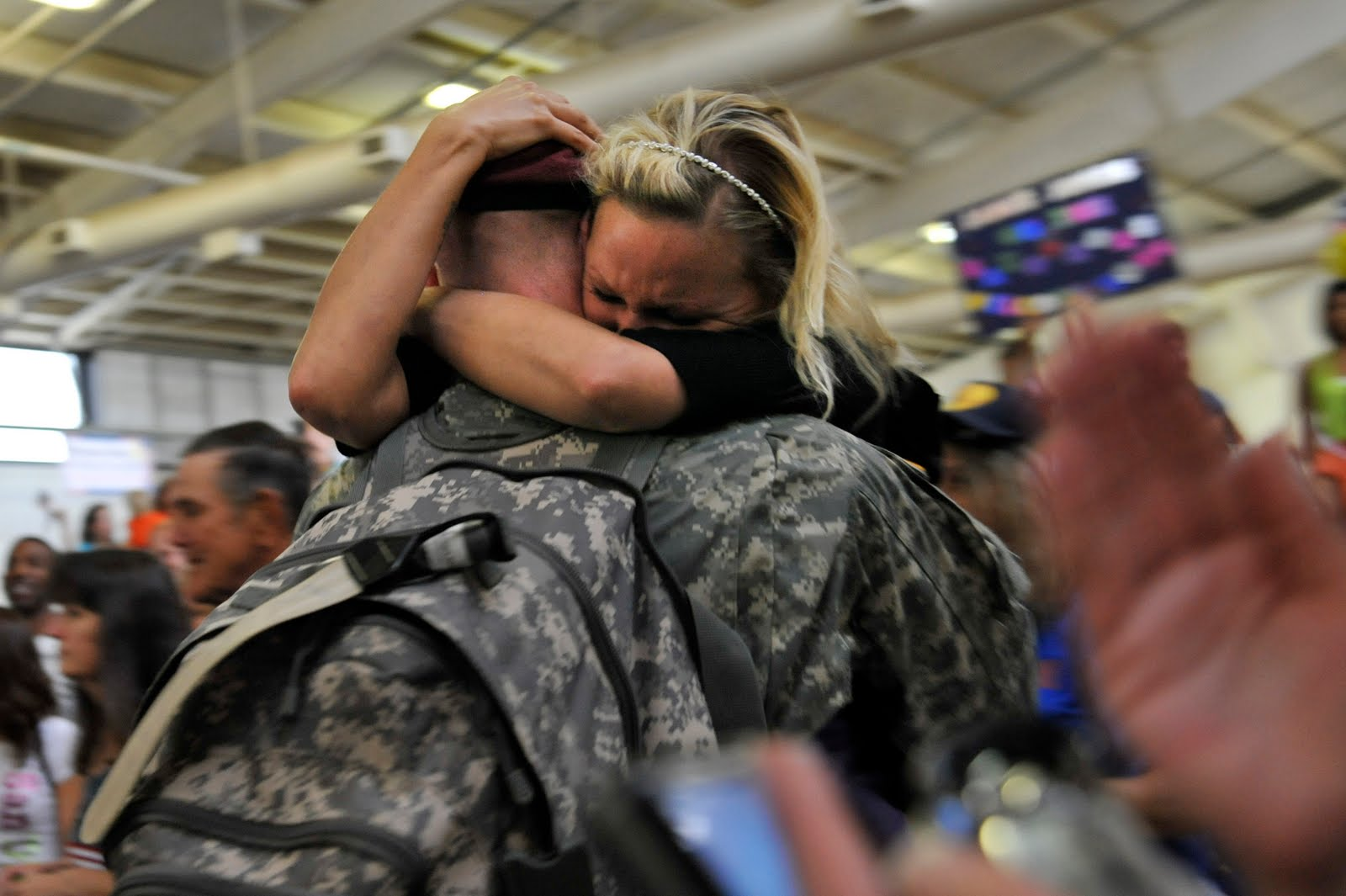 Soldier surprises girlfriend with homecoming, then drops to one knee for an even bigger surprise