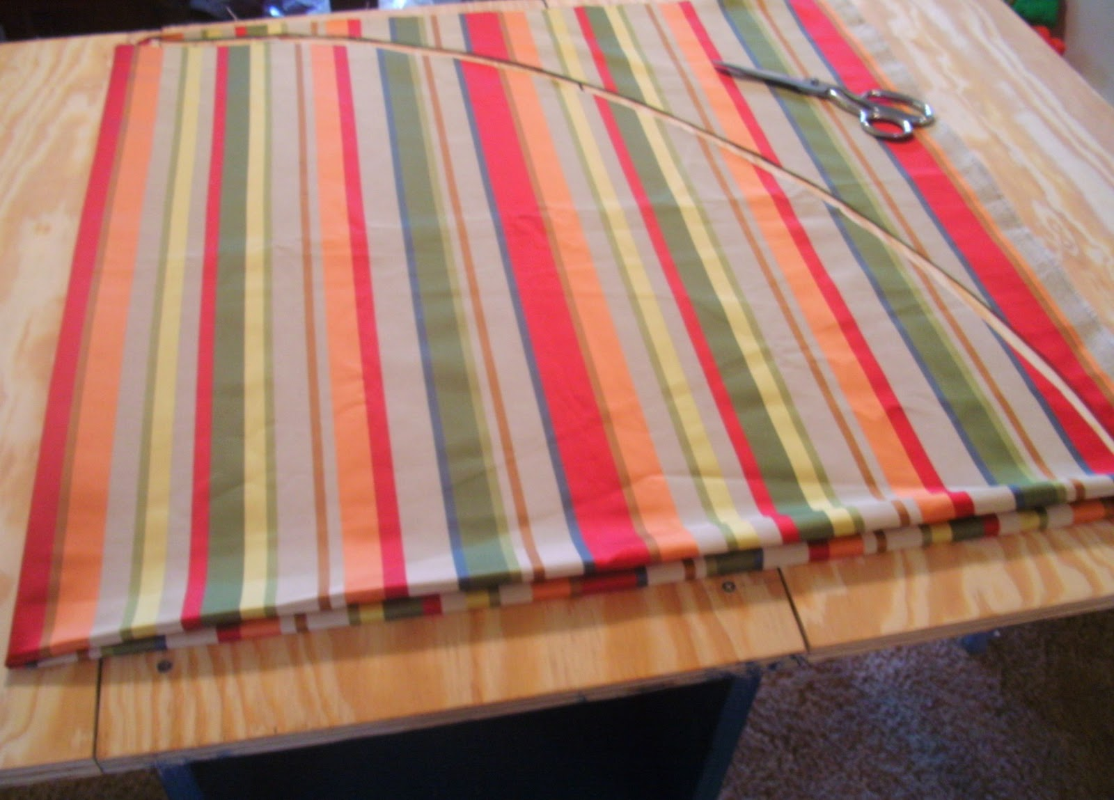 Sew Homegrown: DIY Round Tablecloth!