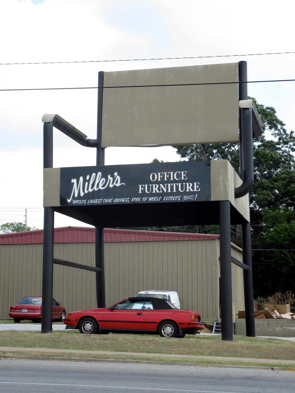 Eccentric Roadside: The County Seat: The Worldu0027s Biggest Office Chair Of  Anniston, Alabama