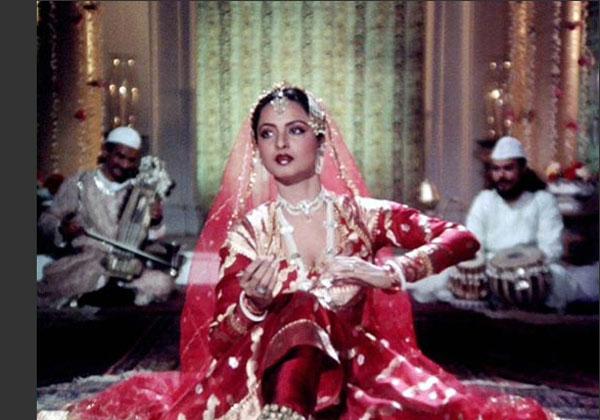 Bollystalgia!: REKHALICIOUS OCTOBER: Queen of the Mujra Dance!