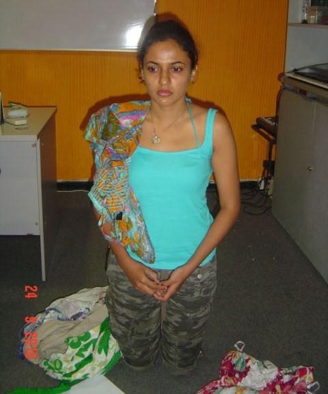 Our Lanka: Exclusive : Udari got caught in odel Photoes ( kneel dwon