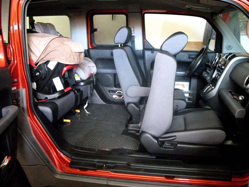 moms are for everyone the honda element car seat solution. Black Bedroom Furniture Sets. Home Design Ideas