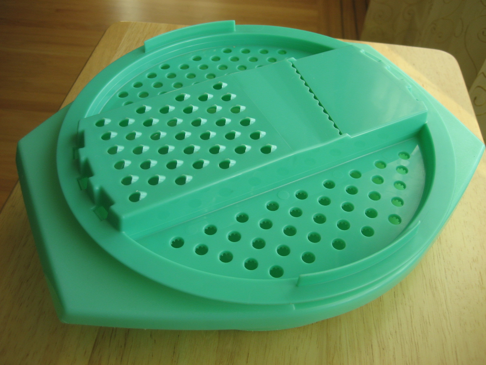Six Balloons Vintage Delights: Vintage Green Tupperware Grater