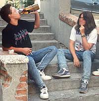 COMO AFECTA EL ALCOHOL A LOS ADOLECENTES
