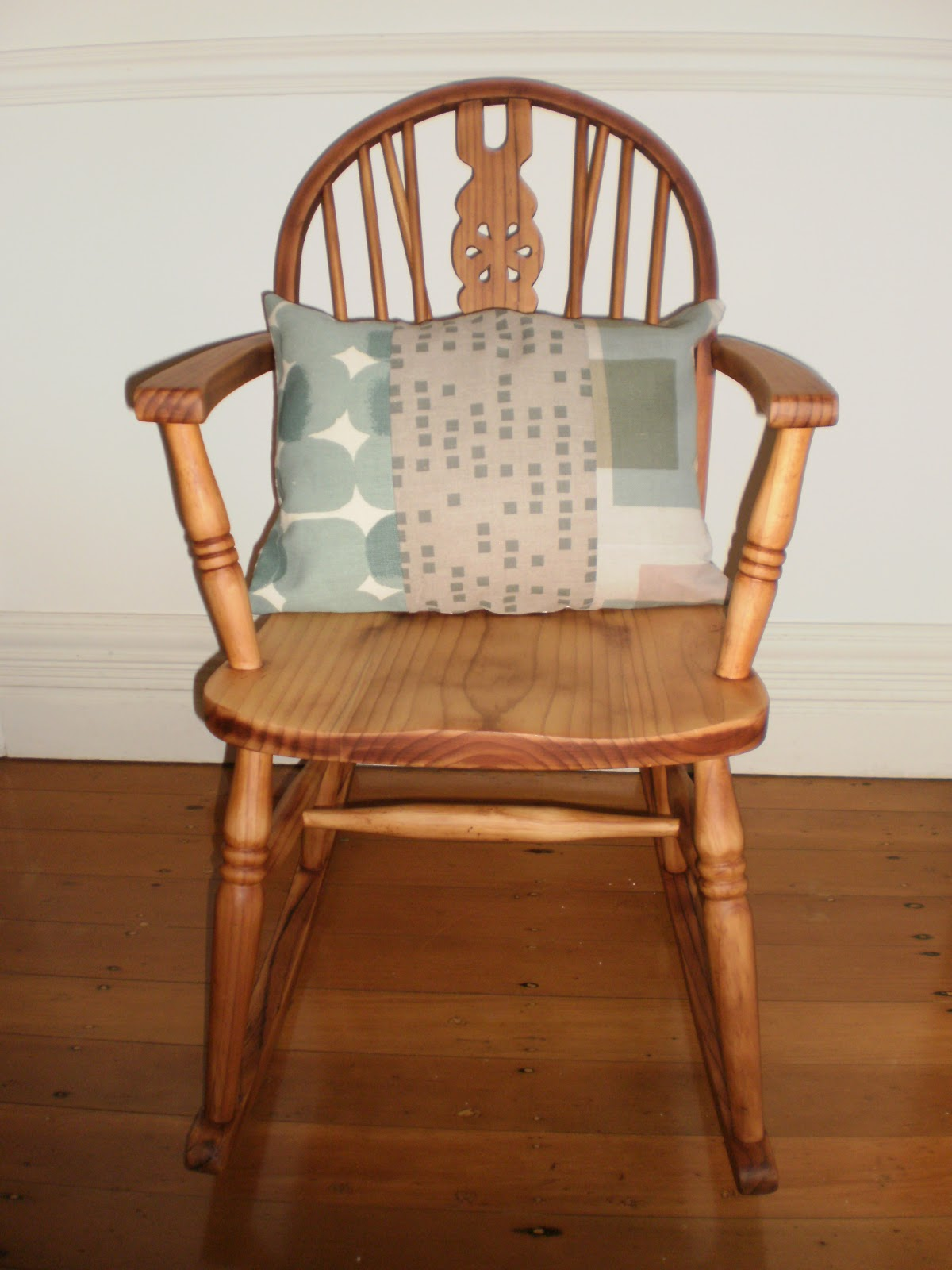 How To Make A Rocking Chair Not Rock Keekaroo Vs Stokke High Review The Girl In Brick House Rockin 39