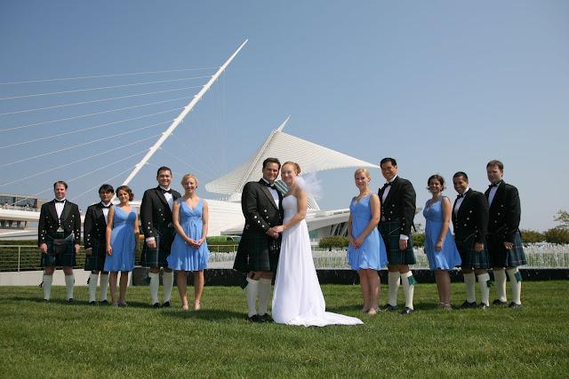 Wedding party in front of Calatrava