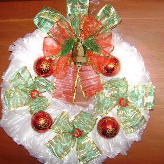 Como hacer una Corona Navideña con bolsas plásticas
