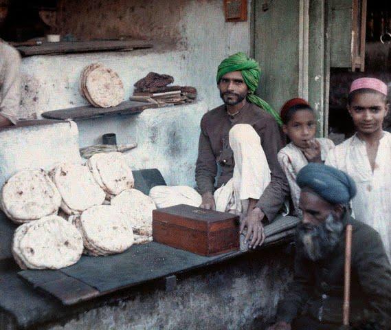 People surround one of Bombay's (Mumbai) bread merchants - 1926