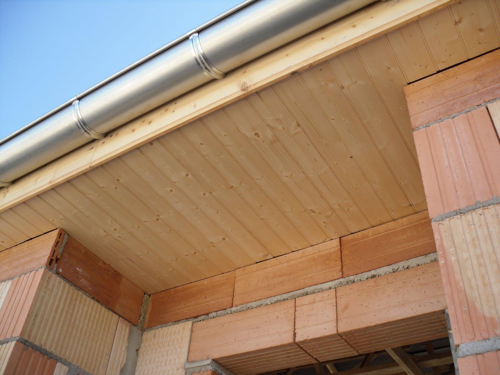 Construction de notre maison: Les tuiles, chéneaux et frisette sous débord de toiture