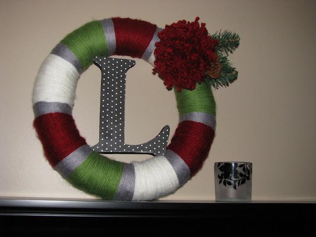 http://4.bp.blogspot.com/_pRSMPuGzvGw/TNeGG_IWD4I/AAAAAAAAATk/4k_JnvmIPBY/s1600/yarn+wreath+002.JPG
