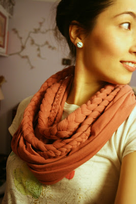 30 Fabulous DIY Scarf Tutorials featured by top US sewing and knitting blog, Flamingo Toes.