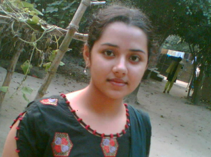 Hot Bangladeshi Girl Showing Biggest Boobs  Sexyblogger-7690