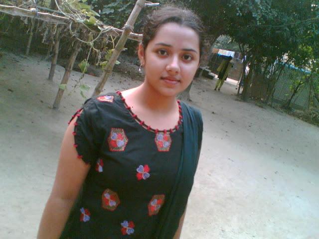 Hot Bangladeshi Girl Showing Biggest Boobs-8961