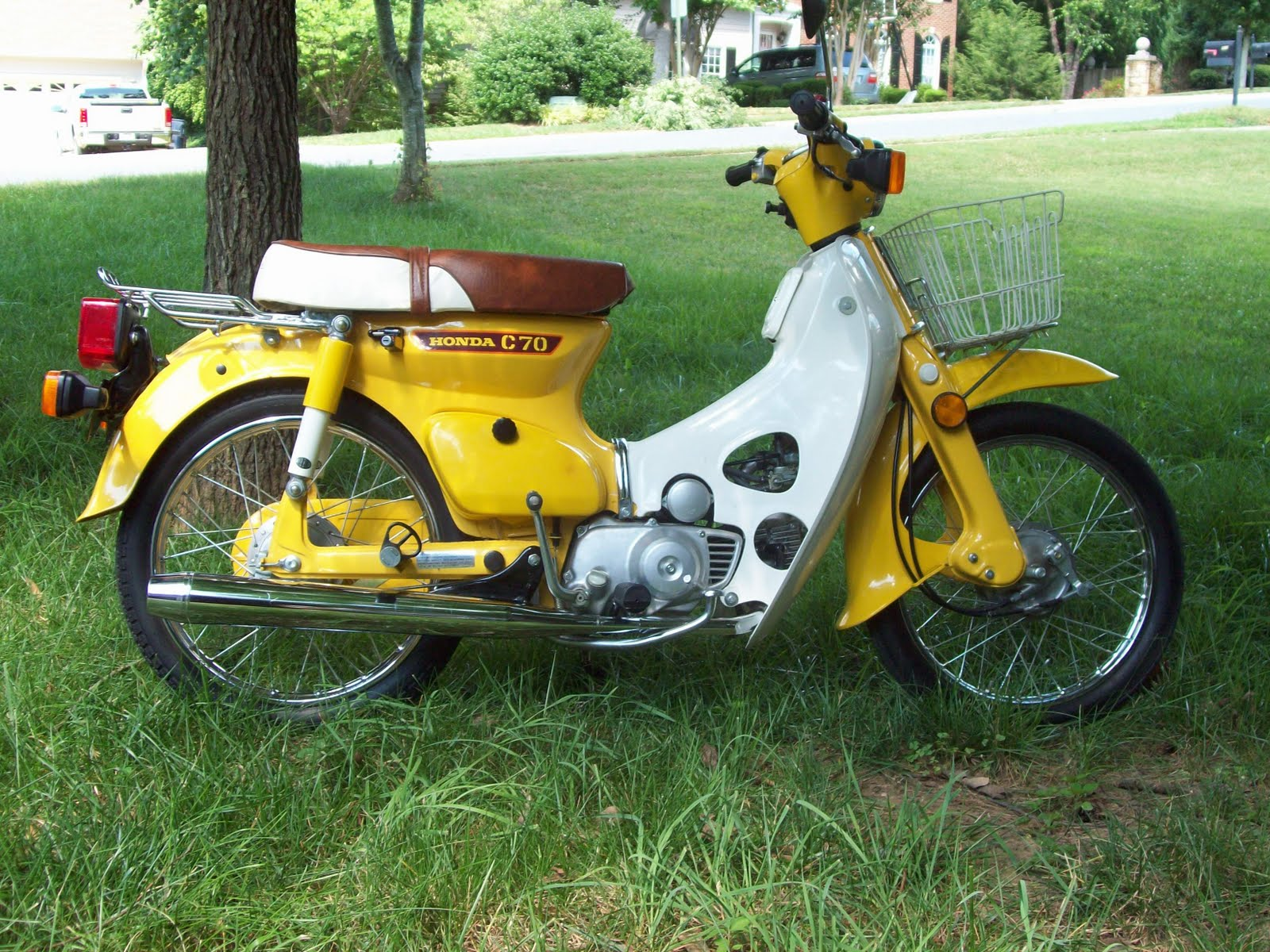 the honda super cub yes you can still buy a brand new honda super cub here in the usa. Black Bedroom Furniture Sets. Home Design Ideas